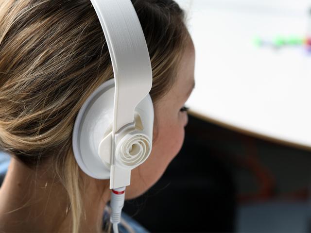TEAGUE_3D_Headphones_CONTEXT