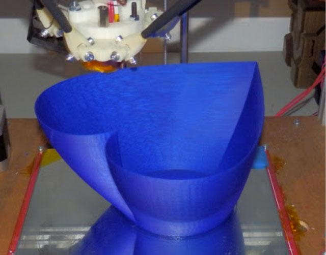 Rostock 3D printer - Heart Vase design by JelleAtProtospace