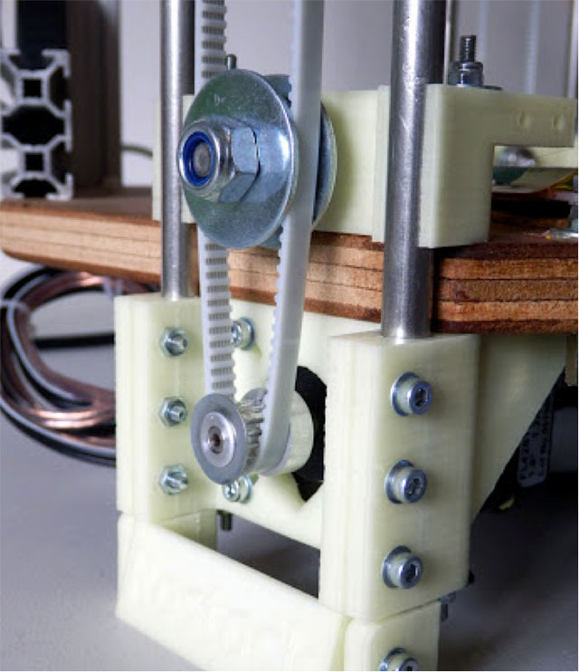 Rostock 3D printer - added feet with Nema17 motors