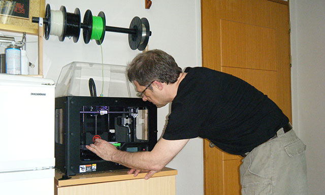 Mark Lee With the Replicator 2
