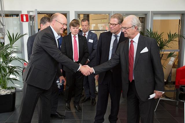 King Carl XVI Gustaf Sweden Arcam CEO Magnus Rene
