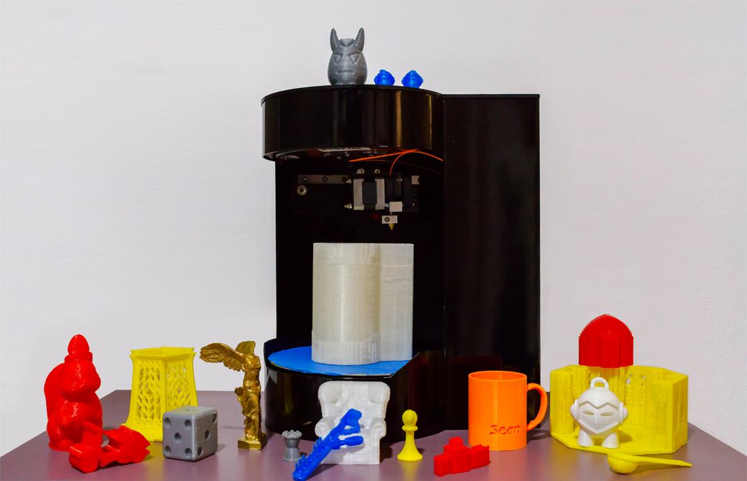 Blacksmith Genesis 3D Printer 3D Scanner with figurines