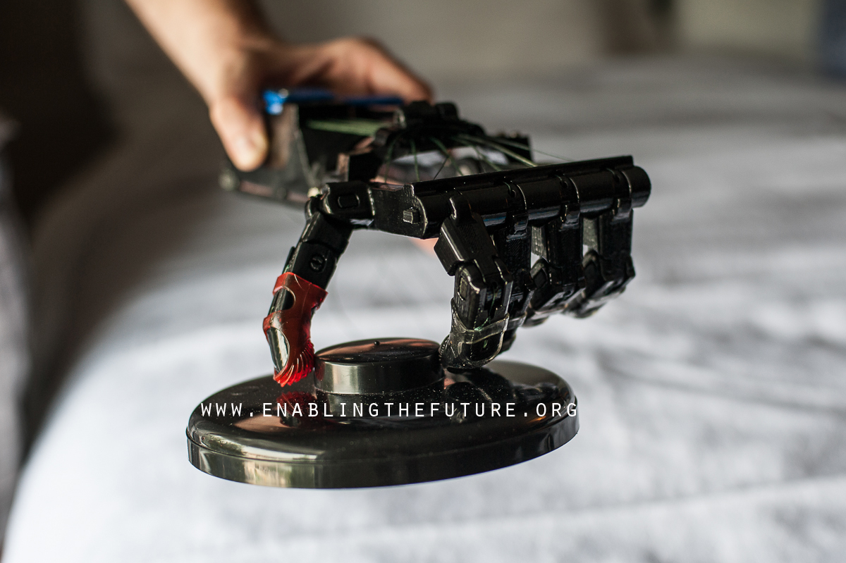 flextendor 3D printed prosthetic grabs without wrist movement