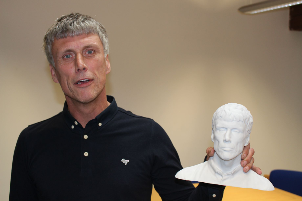 bez with 3D printed bust for Manchester Science Festival