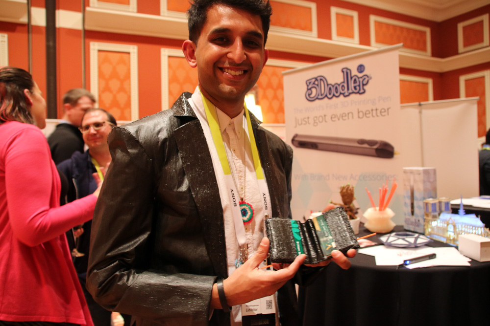 3Doodler 3D prints a jacket and wallet at CES 2015