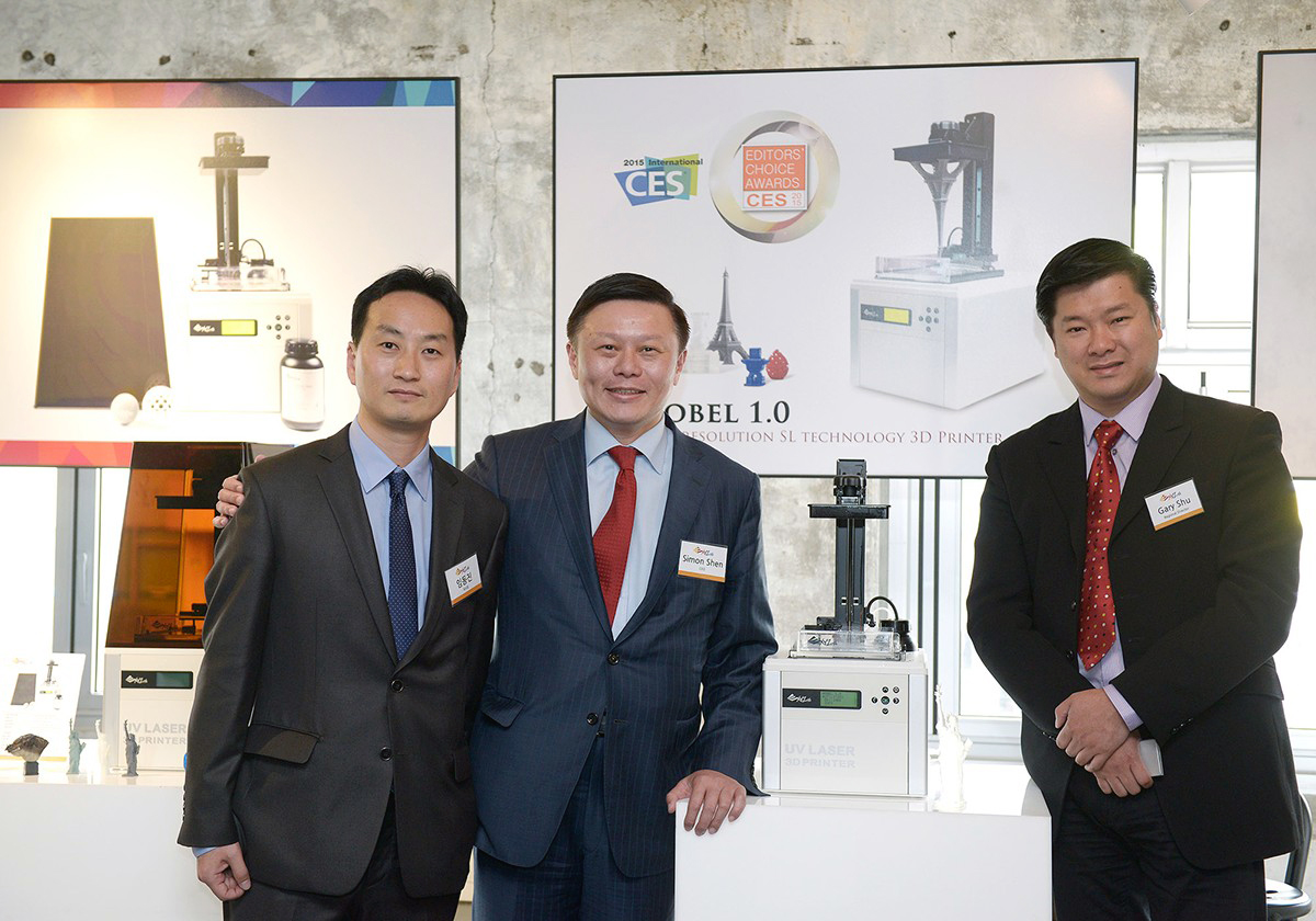 From the left, DongJin Lim, Korean General Manager, Simon Shen, the CEO of XYZprinting, and Gary Shu, the senior marketing manager,