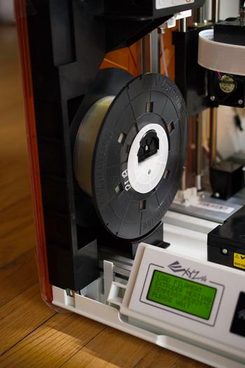 smaller xyzprinting-da-vinci-jr-3D-printer-review23
