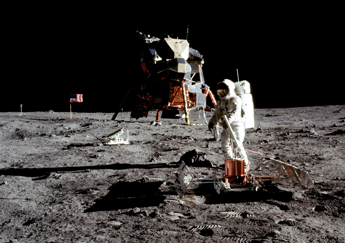 Neil Armstrong spacesuit for 3D printing on Kickstarter