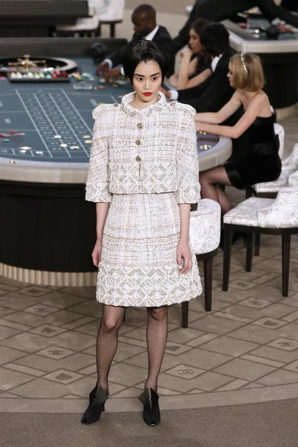 fashion-icon-karl-lagerfeld-presents-3d-printd-chanel-suit-paris-fashion-week-00009