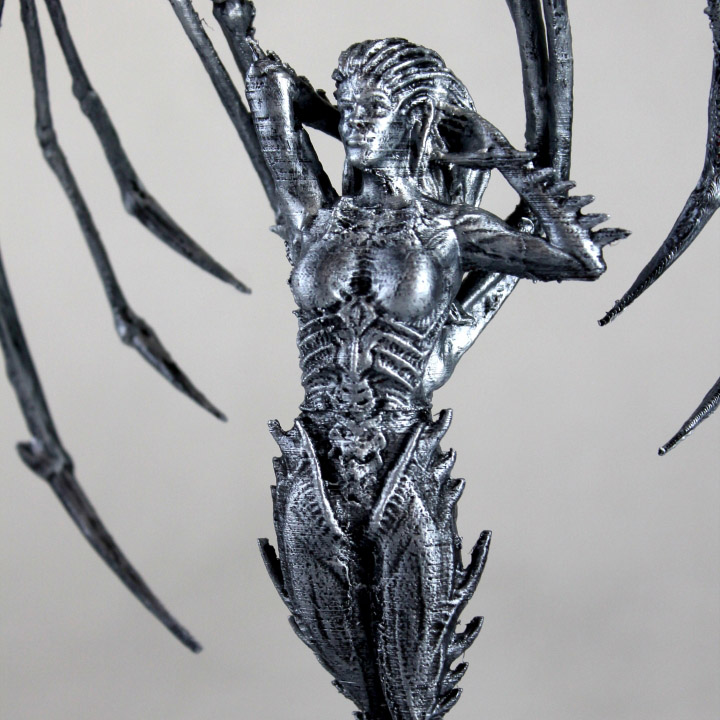 francesco orru's 3D printed zerg queen kerrigan