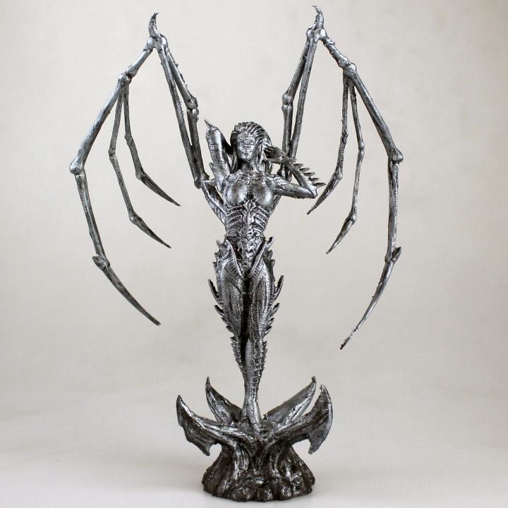 francesco orru's 3D printed zerg queen sculpture