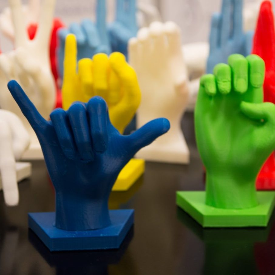 High School Student 3D Prints Sign Language Learning Game