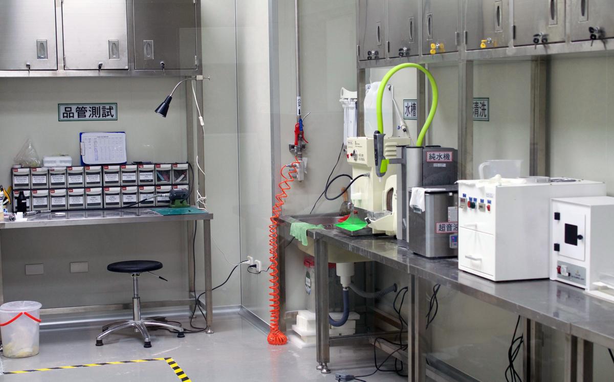 DETEKT 3D printers in Taiwan QA room