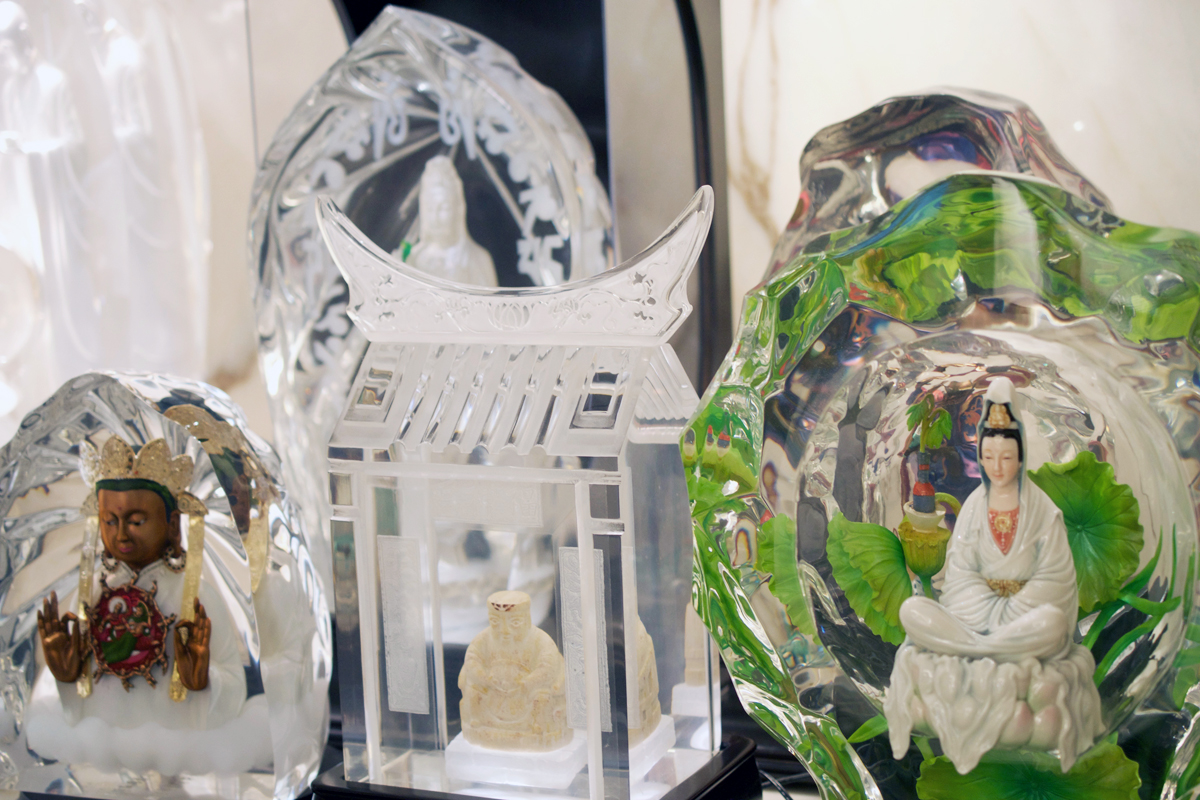 franz collection inc uses 3D printing for making porcelain products crystal