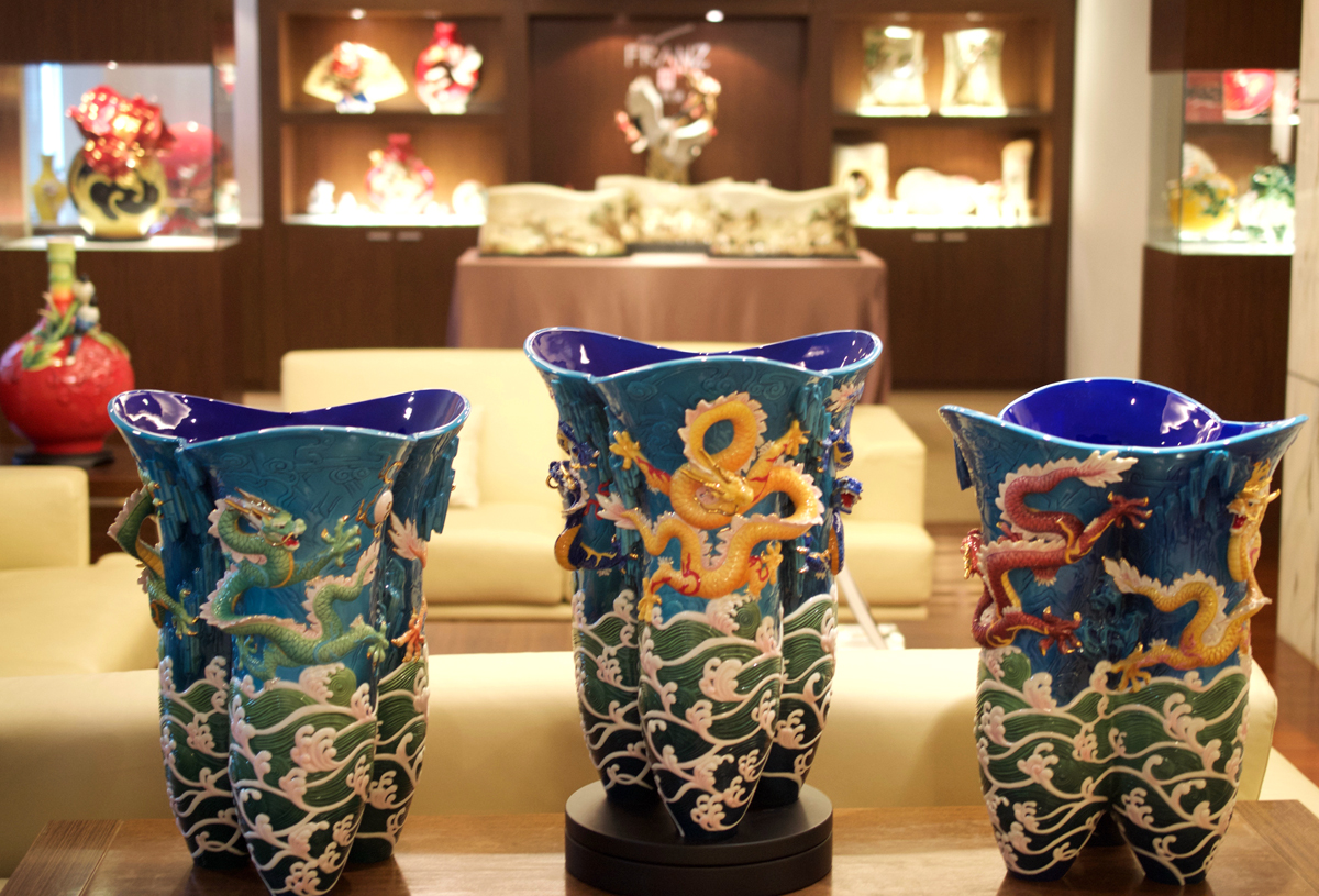 franz collection inc uses 3D printing for making porcelain products vases