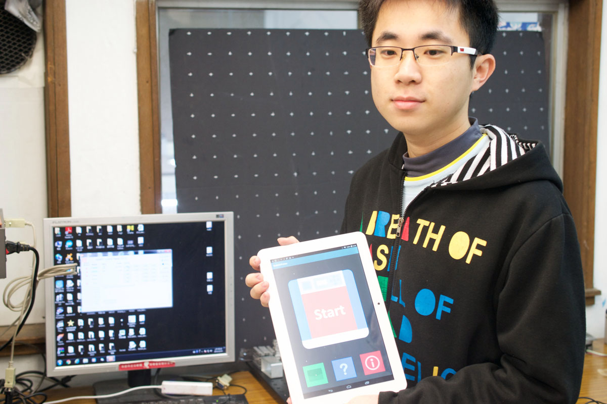 taiwan tech graduate student Xu Junhao with phone 3D printer app