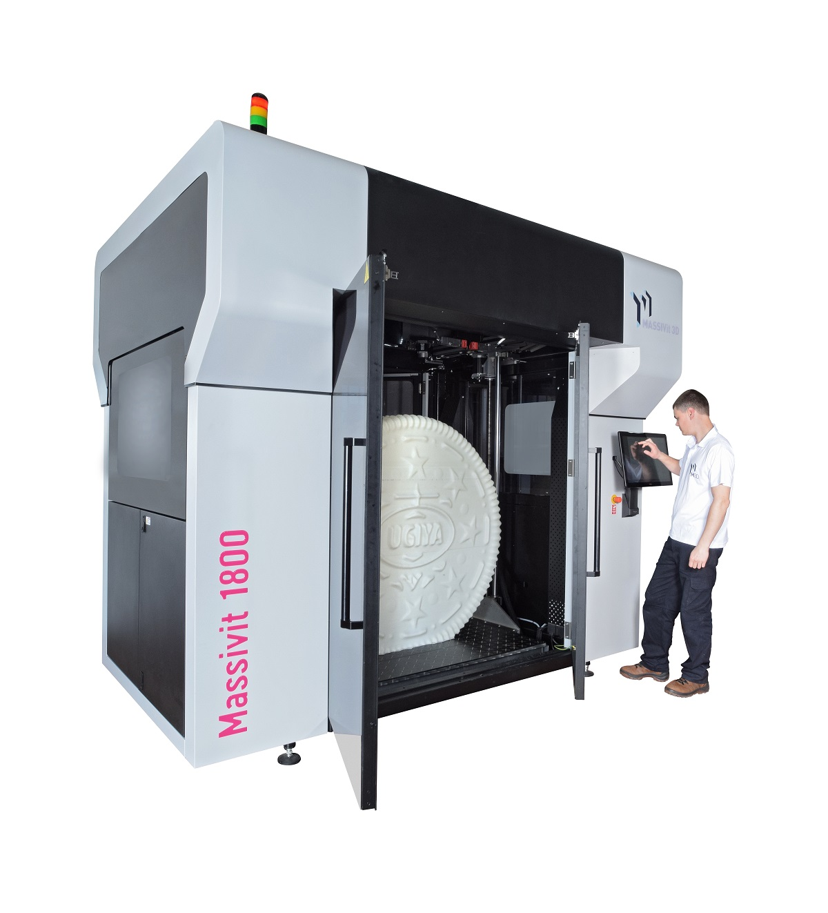Massivit 1800 with operator and model print