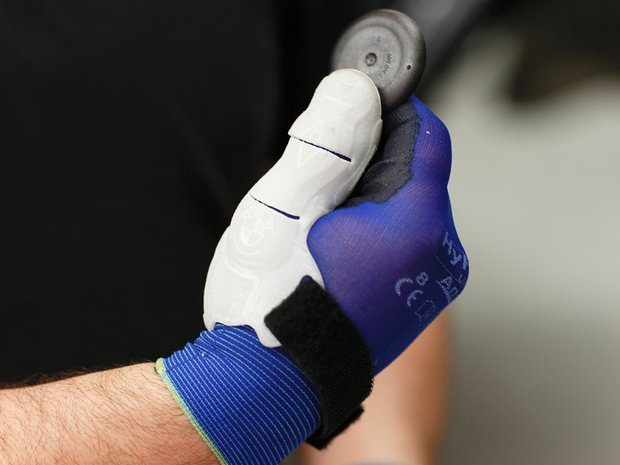 BMW supplies its assembly workers with 3D printed thumb braces