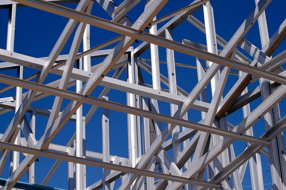 Steel frame with large overhangs
