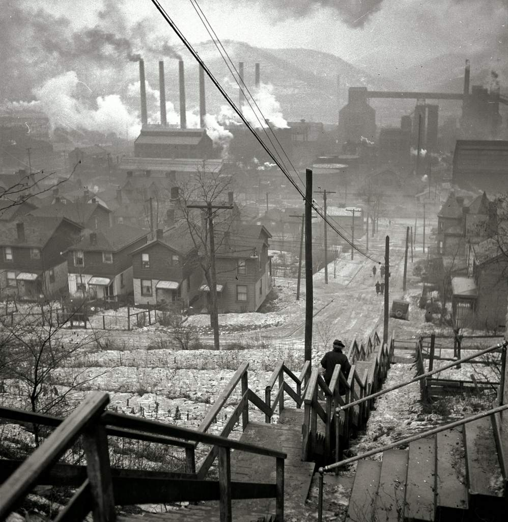 Pittsburgh Steel Manufacturing in the 1940s (Image via)