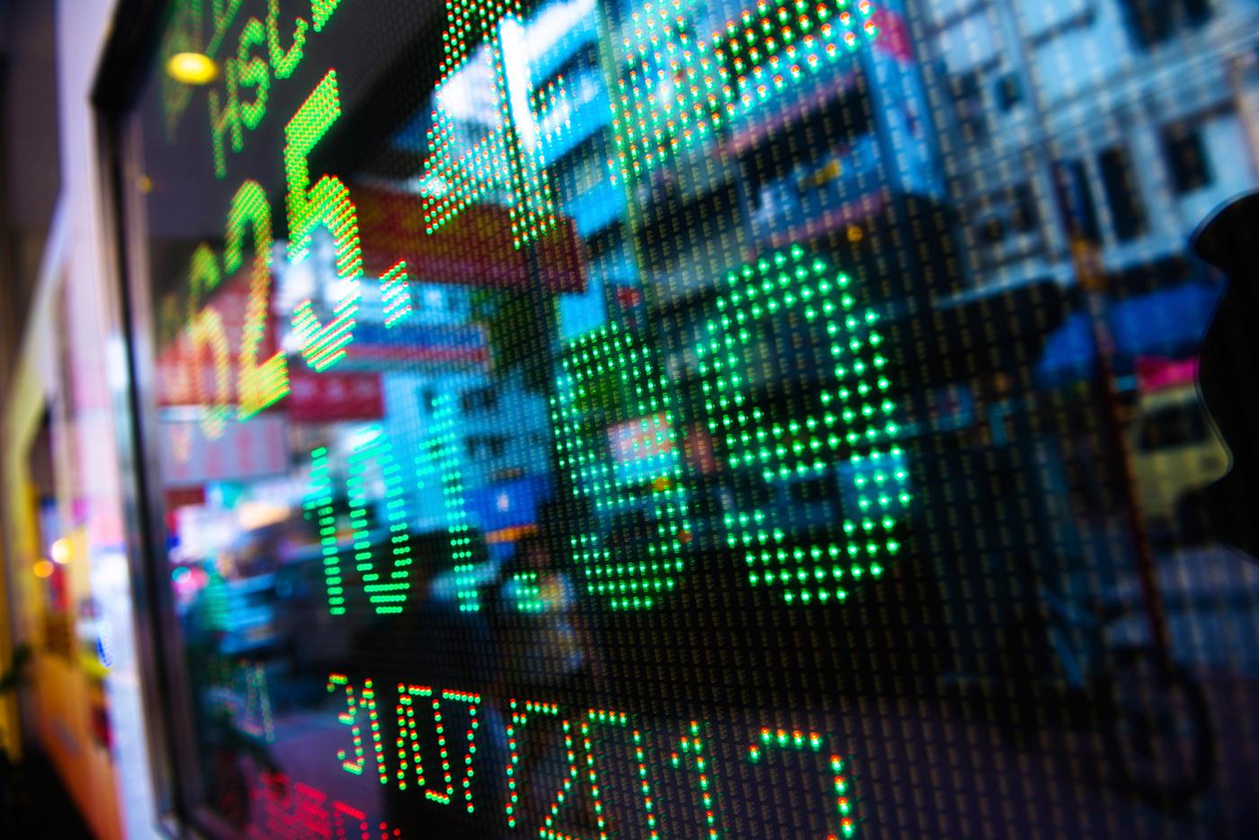 Hedge Firm versus Online Trading