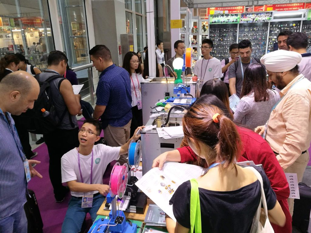 The Winbo team showing crowds of buyers their Super Helper multi-tool 3D printers.