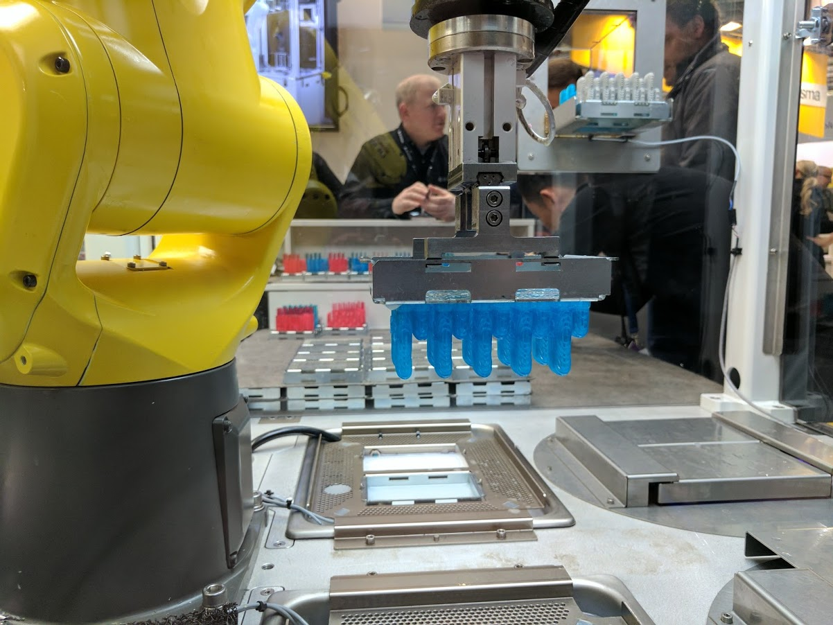 Figure 4 in action at Formnext. Image by Michael Petch.