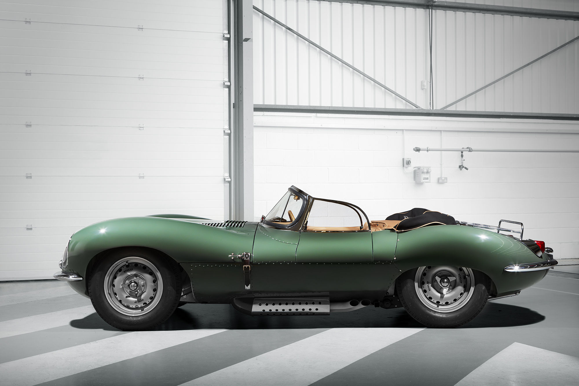 Jaguar XKSS sideview. Image via Jaguar
