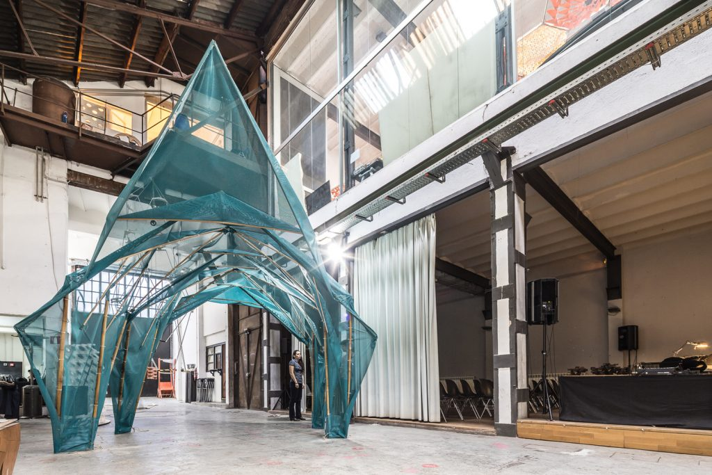 Barcelona and Zurich collaborate to create structures for China in one of IAAC's Fab Labs. Photo via: Pati Nunez Agency