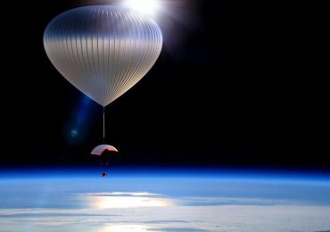 An artist's impression of the World View ballon in flight. Image via: fastcompany