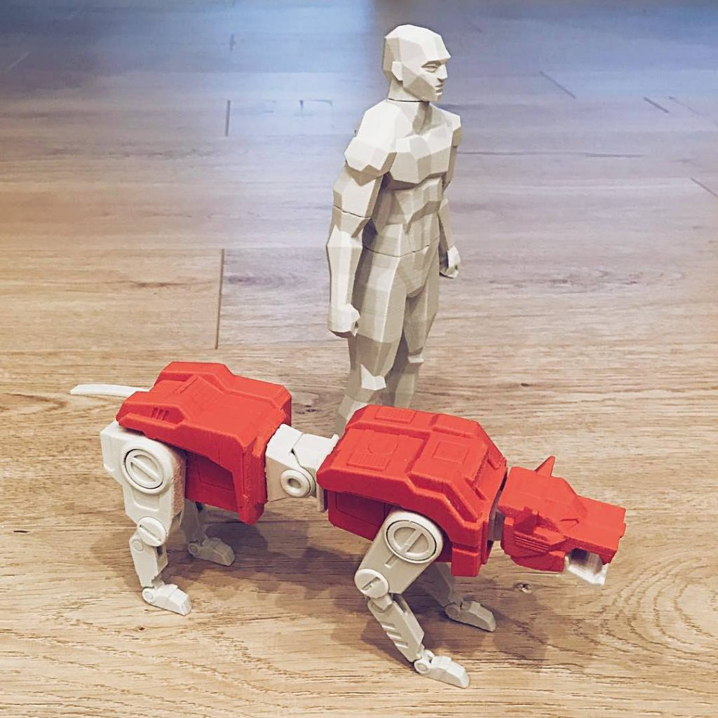 Low-Poly male figure and tiger Transformer 3D printed in ESUN filament. Photo via: Esunparadise on Facebook
