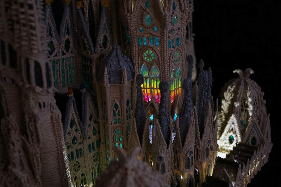 Detail of Cornelia Kuglmeier's Sagrada Família model, lit from inside to show 'stained glass' windows created by thinning 3Doodler plastic. Photo via: 3Doodler