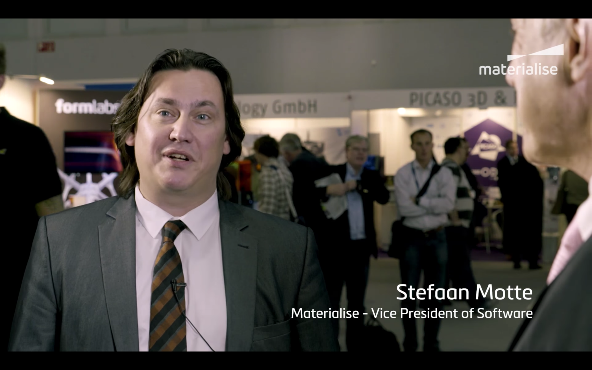Stefaan Motte interviewed Andreas Saar of Siemens back at Formnext. Image via Materialise.