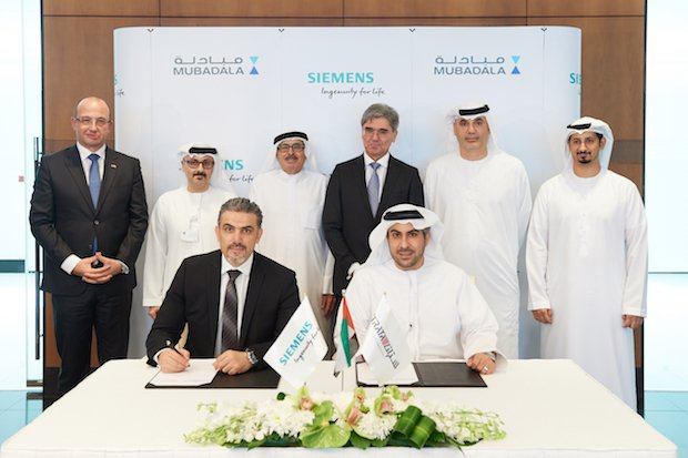 The signing of the pilot project between Strata Siemens and Etihad. Photo via Strata Manufacturing.