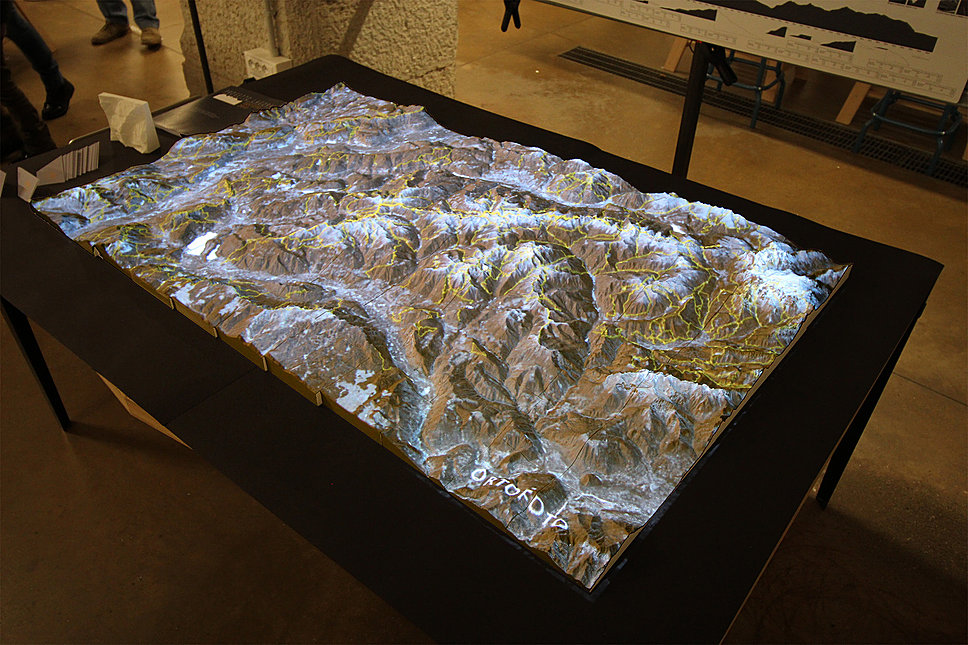 A 3D printed map of the Lagorai region projected with satellite imagery. Produced by WitLab in collaboration with Giacomo Conzato. Photo via: Gc-studio.it