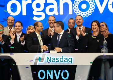 Organovo Founder and Chairman Emeritus Keith Murphy (center right) hosts ringing the NASDAQ opening bell in October 2016. Photo via Organovo on Twitter