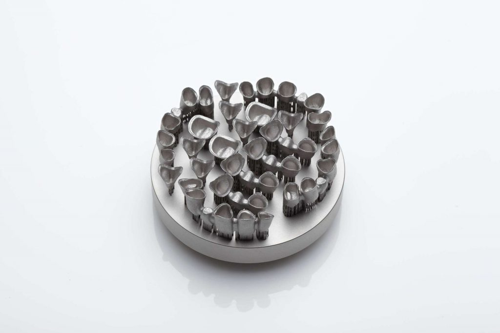 SLM metal plate of tooth implants. Photo via REALIZER