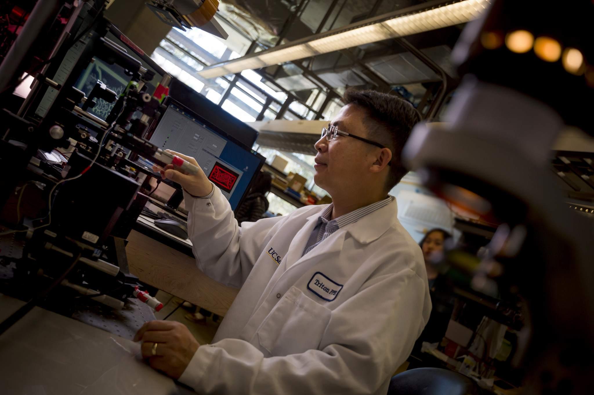 Nanoengineering professor Shaochen Chen. Photo by Erik Jepsen/UC San Diego Publications.