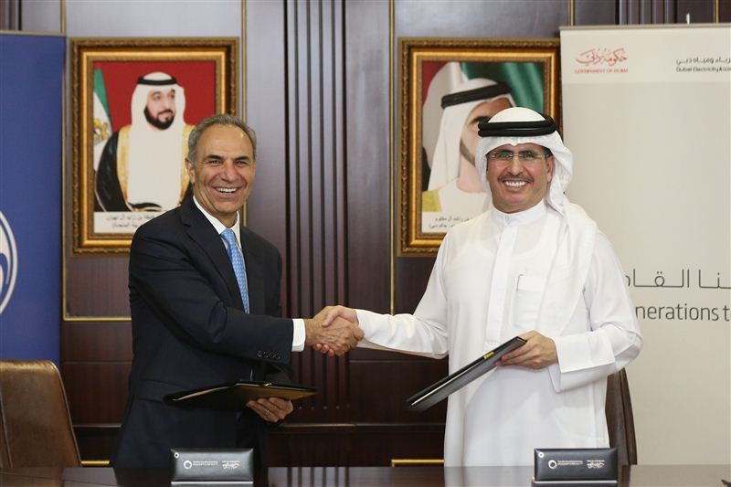 The MoU was signed by Mohammad Ehteshami, Vice President for Additive Integration at GE Additive (left) and HE Saeed Mohammed Al Tayer, MD & CEO of DEWA (right). Photo via Government of Dubai media office