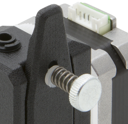 The thumbscrew tensioner and quick release lever. Image via Bondtech.