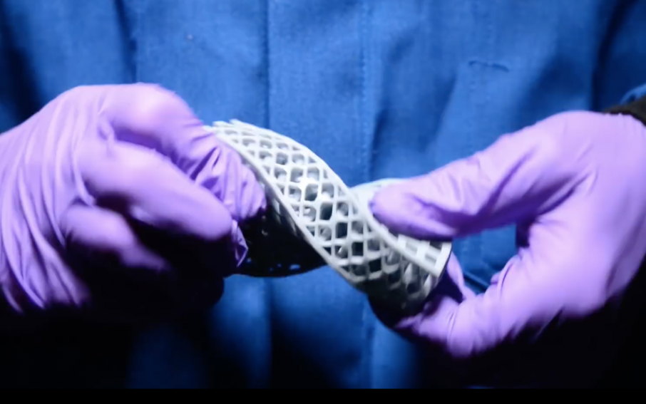 A demonstration of elastic metamaterial properties in Carbon's 3D printed elastomeric polyurethane. Photo via Carbon on YouTube