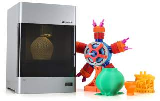 Mankati E180 3D printer and sample prints. Photo via Mankati