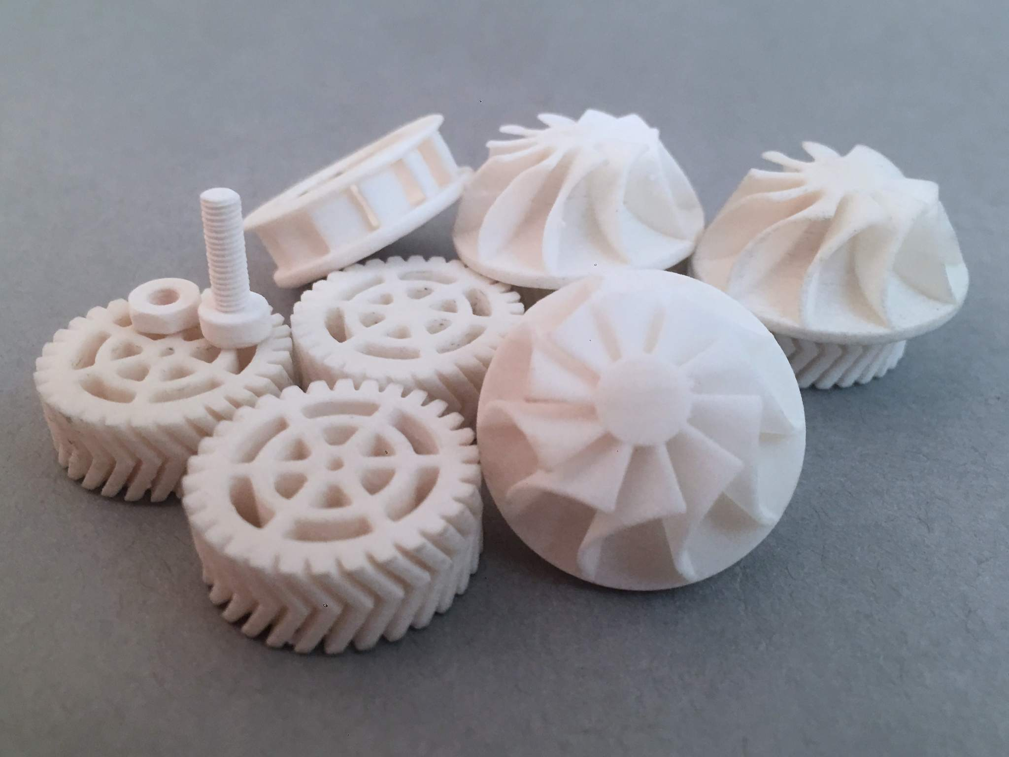 3D printed parts using Vitrolite. Photo via Tethon3D.