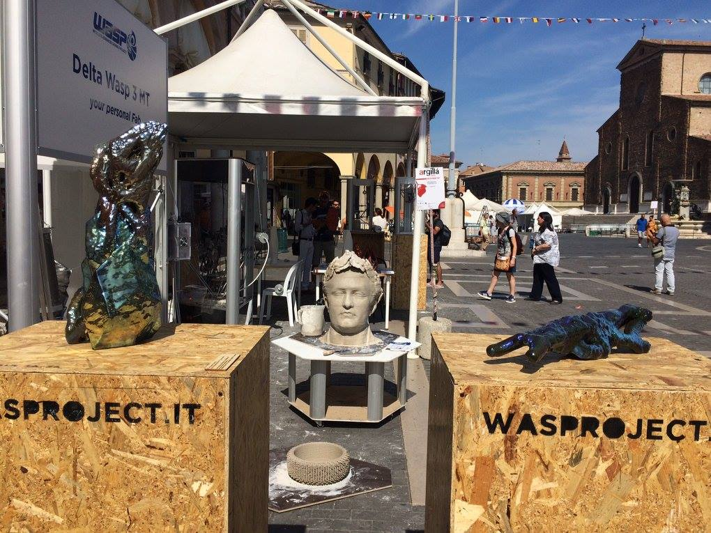 The DeltaWasp 3MT 3D printer and its 3D printed ceramic sculptures at Argillà 2016. Photo via wasproject on Facebook