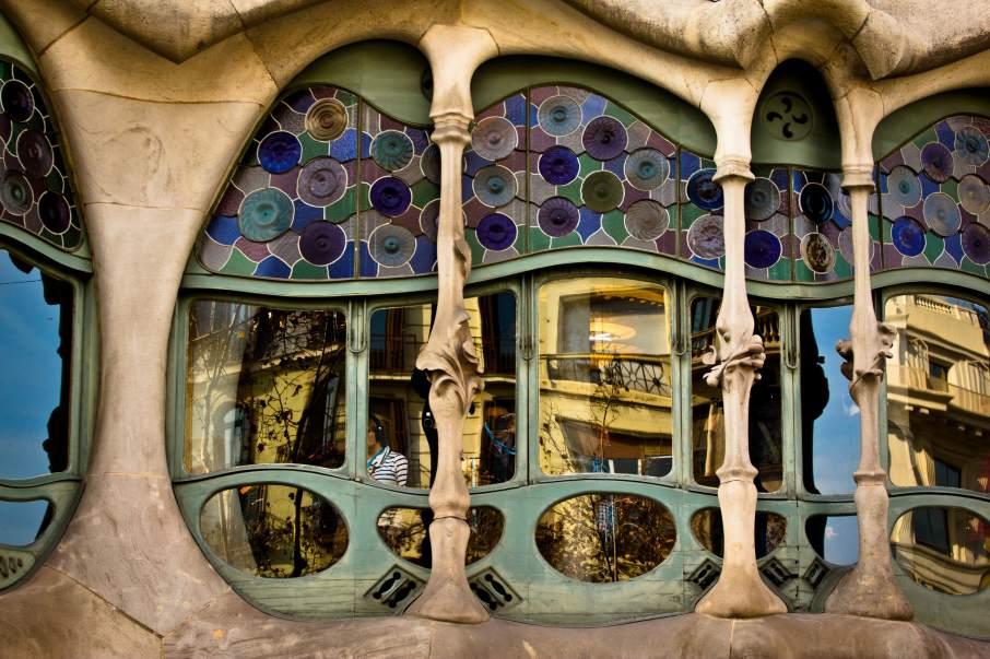 One of the windows of Casa Milà designed by Catalan architect Antoni Gaudí. Photo by Hernán Piñera, hernanpc on Flickr
