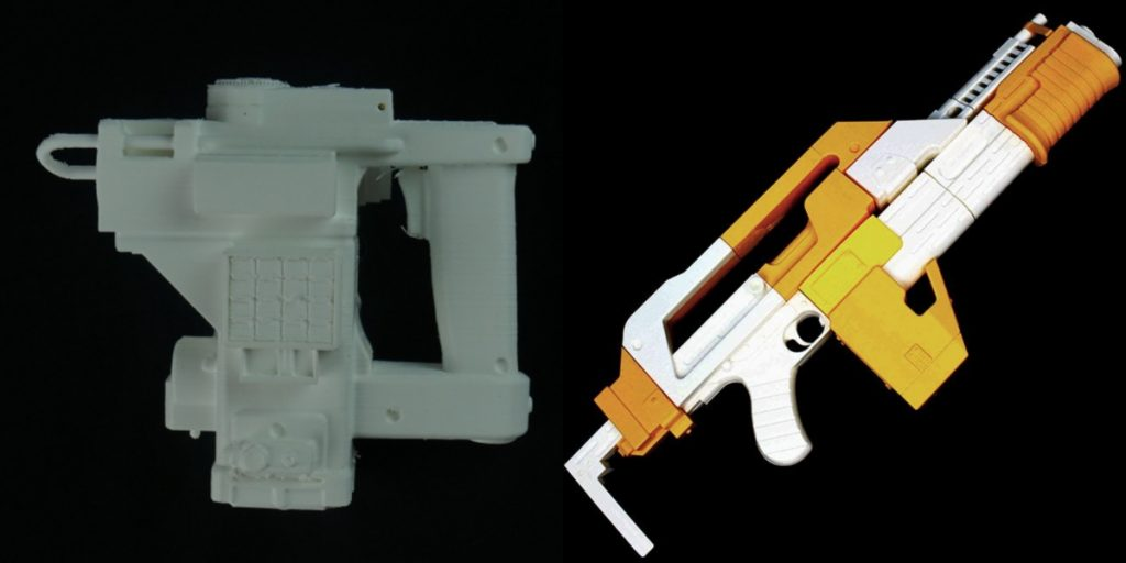 Aliens Motion Tracker (left) design by Carlos Slater and a replica M4A1 Rifle (right) by Oleg Khmarnyi. Photos via MyMiniFactory