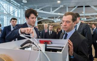 Antonov demonstrating Anisoprint's 3D printer to Prime Minister Dmitry Medvedev at Skolkovo. Photo Sk.ru.