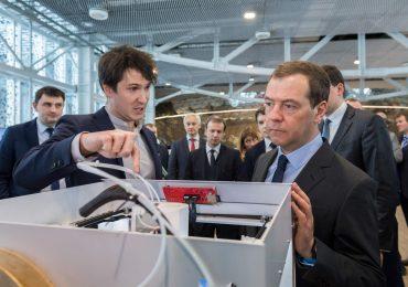 Antonov demonstrating Anisoprint's 3D printer to Prime Minister Dmitry Medvedev at Skolkovo. Photo Sk.ru.