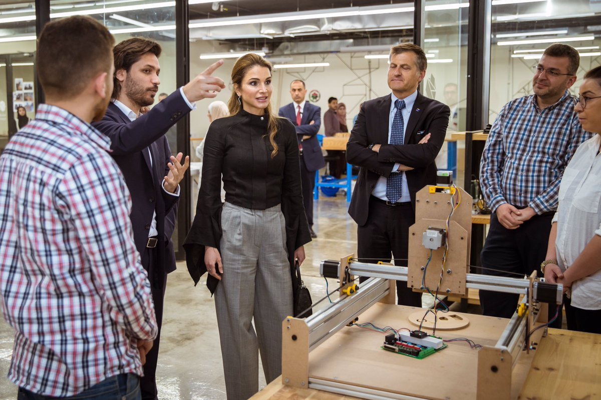 Queen Rania Al Abdullah visiting Fab Lab Irbid. Photo via Queen Rania on twitter.