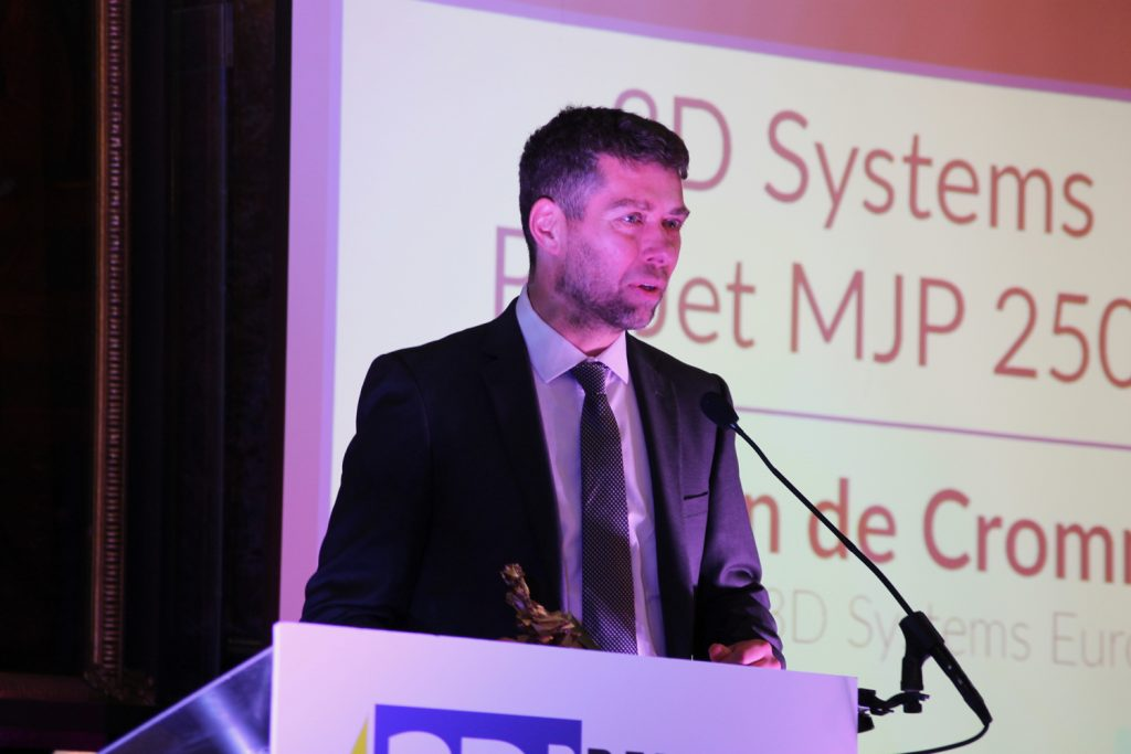 Simon van de Crommert, Sales Manager, 3D Systems Europe Ltd making his acceptance speech at the 3D Printing Industry Awards 2017. Photo by Antoine Fargette for 3D Printing Industry.